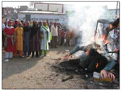 bhopal-burning-effigy